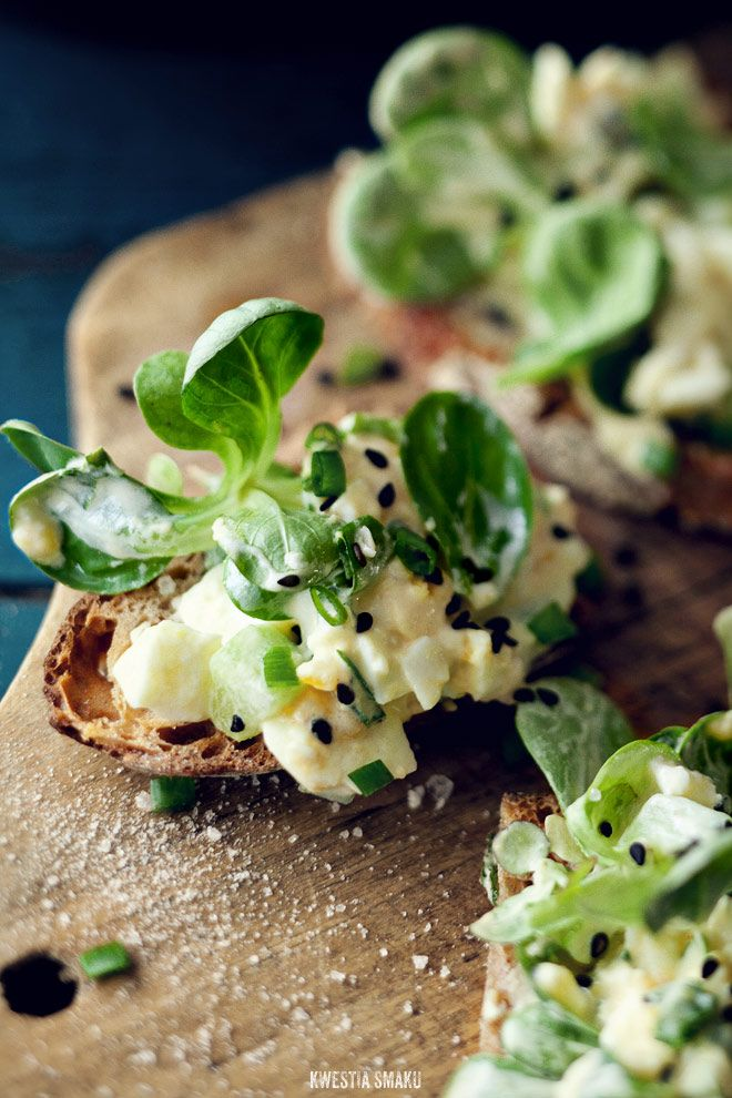 EGG & CUCUMBER SANDWICH: 3 hard boiled eggs • 2 Tsp mayo • salt & pepper • 2-3 Tsp chopped chives • black sesame seeds (optional) • handful of arugula or mâche drizzled w/extra virgin olive oil + Cucumber in sweet and sour marinade: • 1 medium cucumber • juice of 1 lime • zest of 1/2 lime • 2 Tsp rice vinegar • 1 1/2 Tsp brown sugar