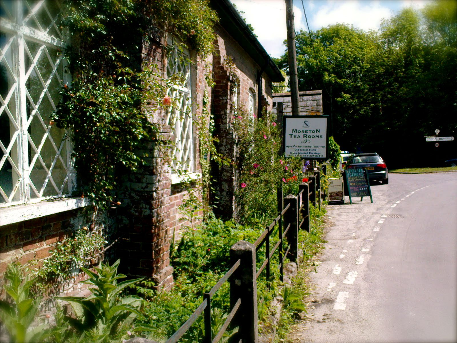 The Old School, Moreton Dorset DT2 8RH Tel 01929 463 647