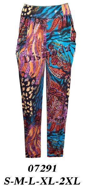 07291 Pantalón con bolsillo y pliegues, en lycra. Telas: Lycra polyviscosa. Telas Elasticadas. Consumo talla M: 1.80 mts. Aprox.