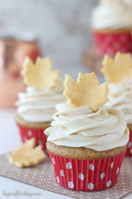 This Gold Fondant Leaf Cupcake Toppers are the perfect way to impress your friends with this homemade garnish.