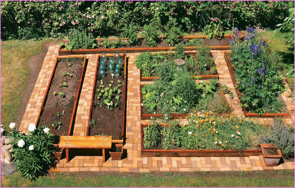 Raised garden beds cedar wood front yard landscaping for Raised vegetable garden bed designs