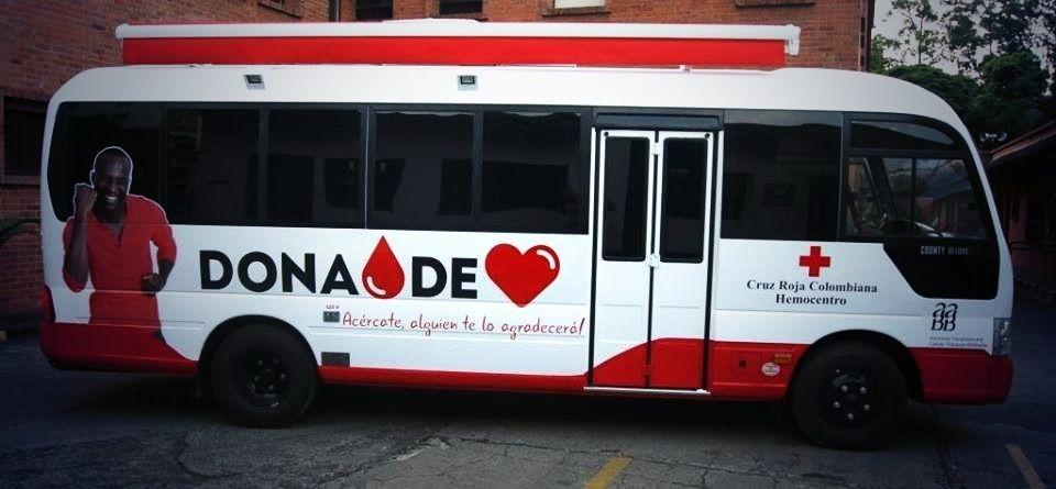 FOTO VEHÍCULOS DE EMERGENCIA  Foto de un autobús de donación de sangre de la Cruz Roja Colombiana.