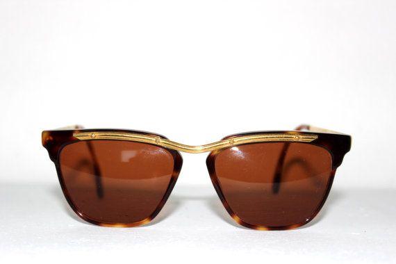 Artículos similares a AMERICA ANN SESSANTA new dead stock sunglasses. Never worn en Etsy