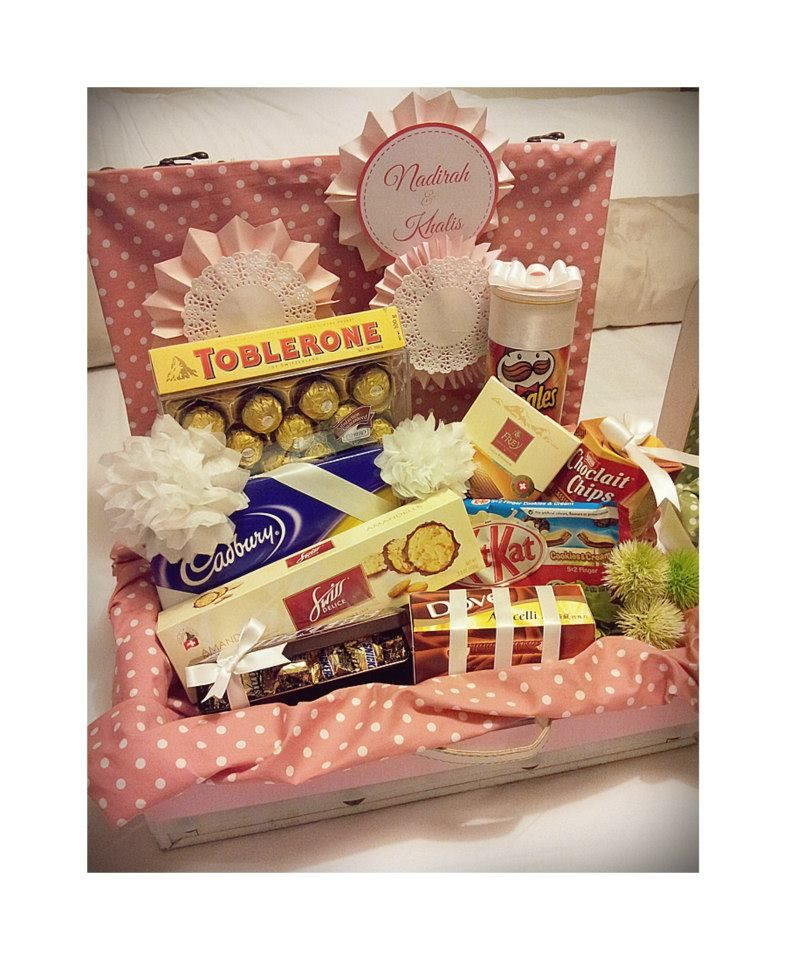 Malay Wedding Gifts: Pink & White Polka Dotted Gift Tray