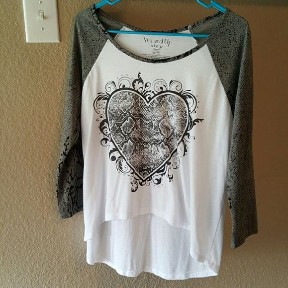 FLASH SALE SHIPS NEXT DAYHIGH LOW HEART SHIRT Only worn 2 times! Cleaning out the closet things that haven't been worn in awhile need to go! Tops Tees - Short Sleeve