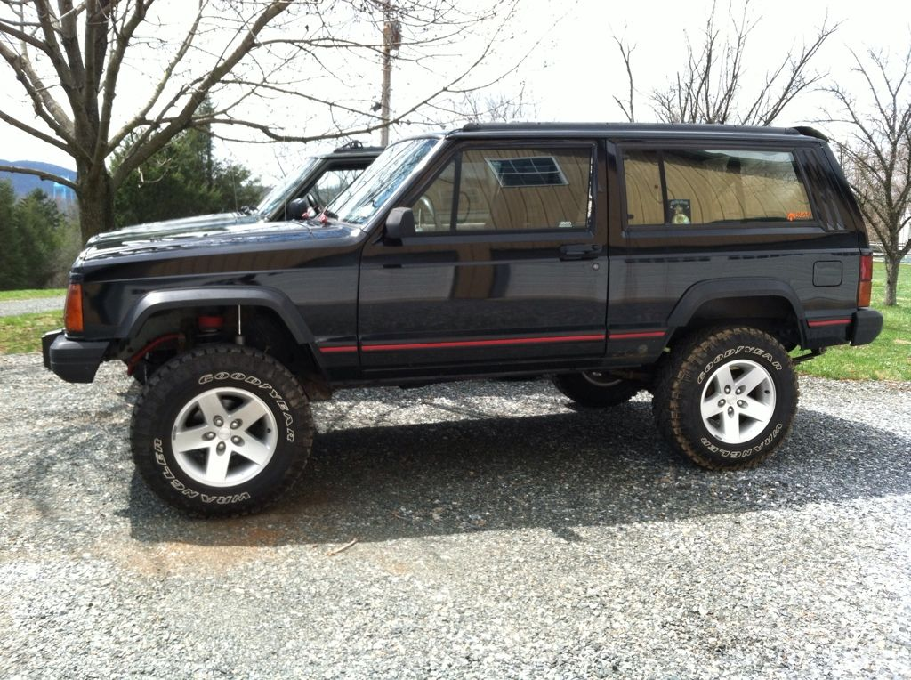 Black 94 With 3 Rc And 2 Spacer Shackle On 31s On 16 Moabs Xj