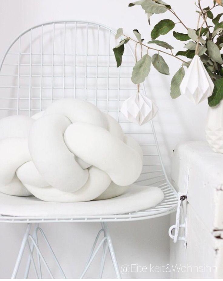Follow me on Instagram @Eitekeit_und_wohnsinn #interior #interiordesign #vintage #white #whiteinterior #whitehome #bohohome #boholiving #hippiehome  #boho #home #dekoideen #shabby #bohemian #bohemianhome #home #homedecor #zuhausebeiuns #deko #living #hippie #industrialchic #naturalliving #monochromehome #scandinavian #scandinaviandesign  #interiorblogger