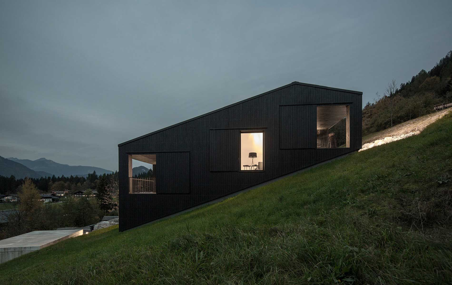 Wohnhaus holzhaus modern was wir bauen meiberger for Holzhaus architektur
