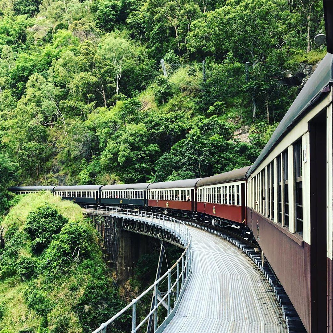 Kurandaへは 行きはskyrailで帰りはキュランダ鉄道を使いました 世界最古の熱帯雨林のなかを キュランダ村を
