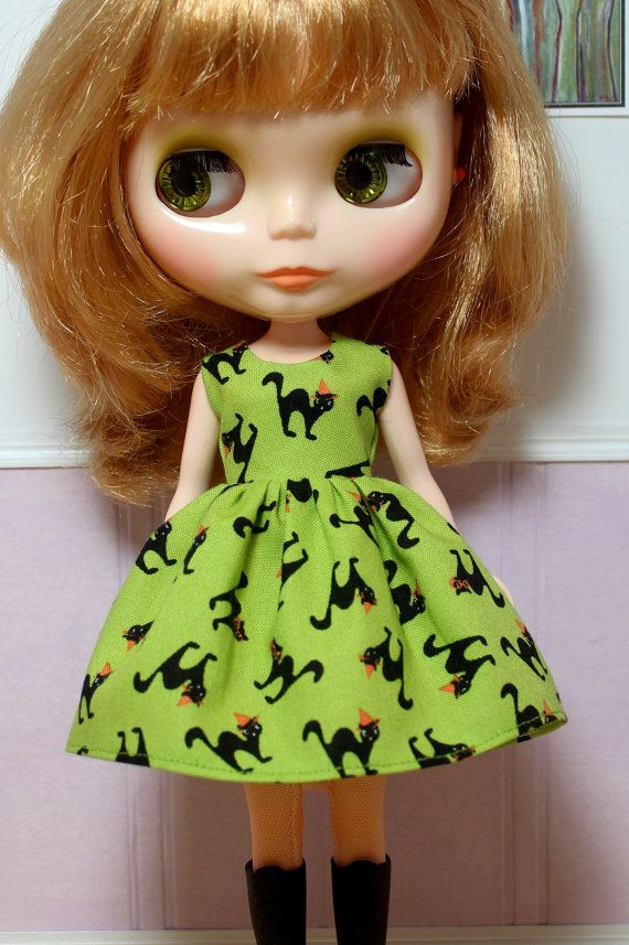 SALE..BLYTHE doll Halloween party dress - black cats on green