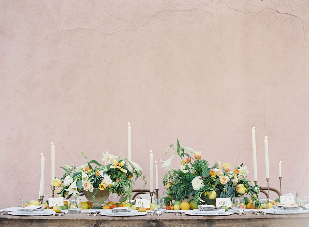 Pretty table setting / layered heights by kellyoshiro com