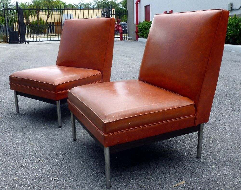 Pair Of 1960 S Slipper Chairs Of Vinyl And Chrome In The Style Of Florence Knoll Chair Slipper Chairs Furniture