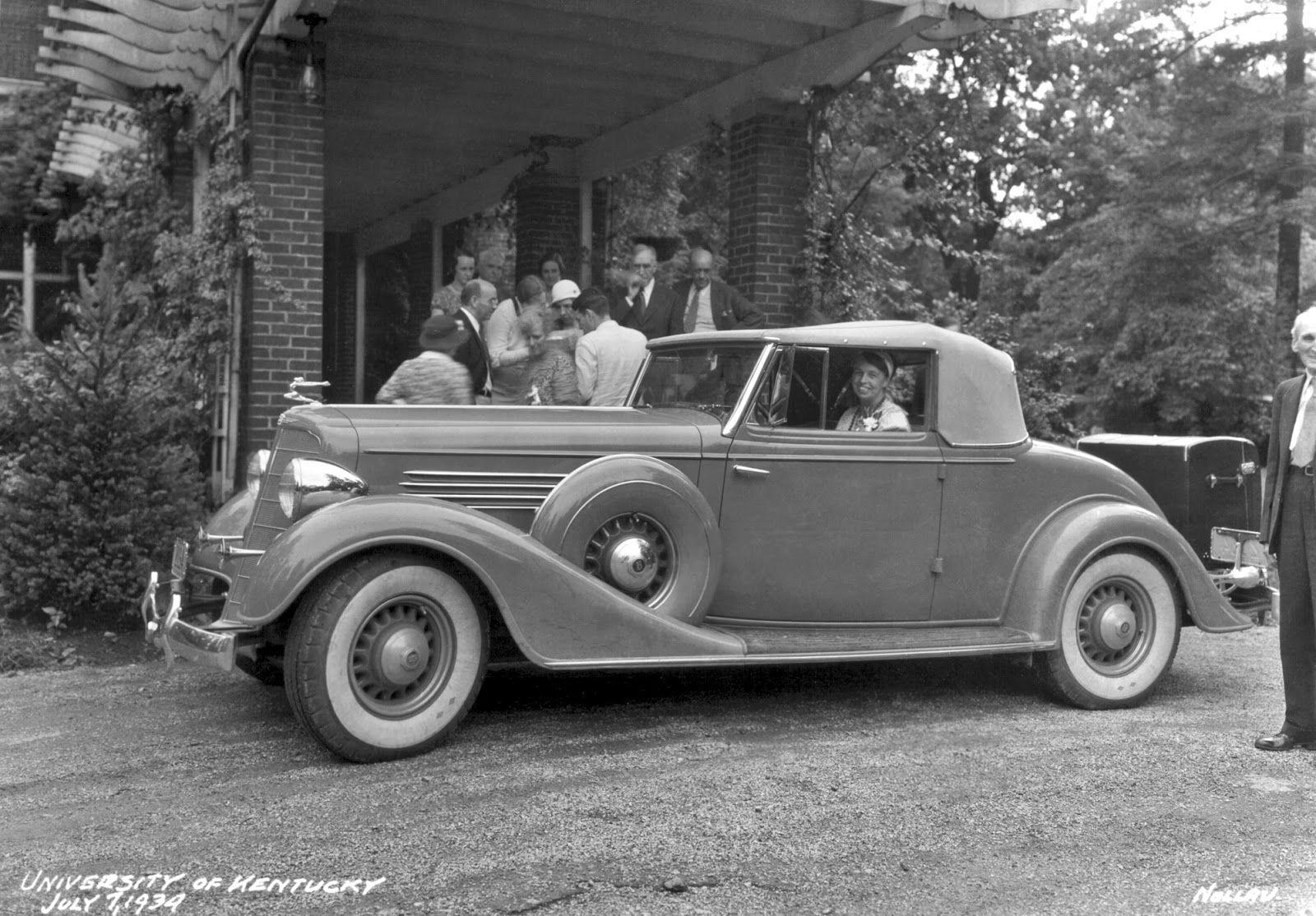 Eleanor Roosevelt in car, 1934 | Eleanor roosevelt, Hillarious ...