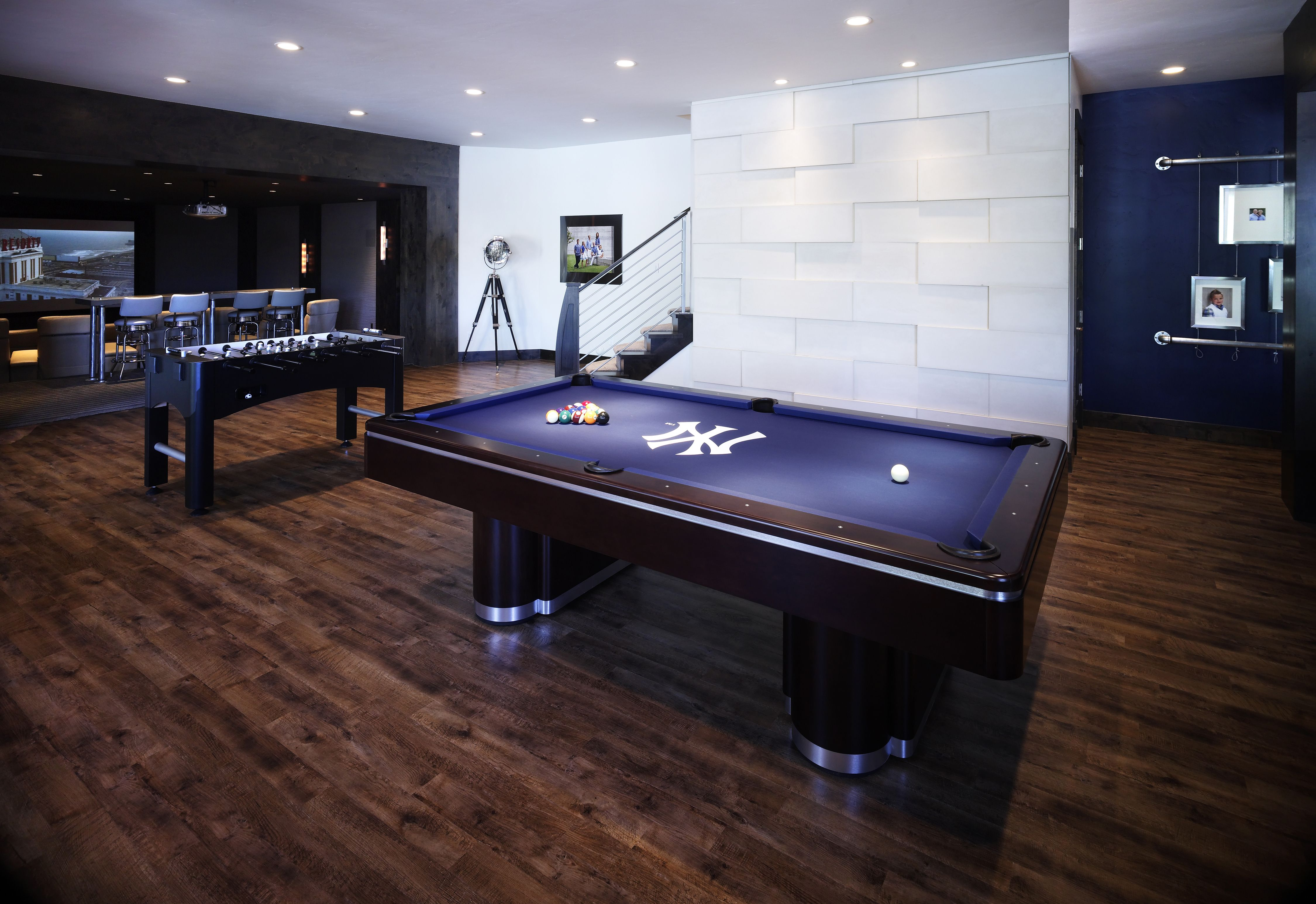 Yankees Man Cave Decor : Want this pool table for my future yankees themed game