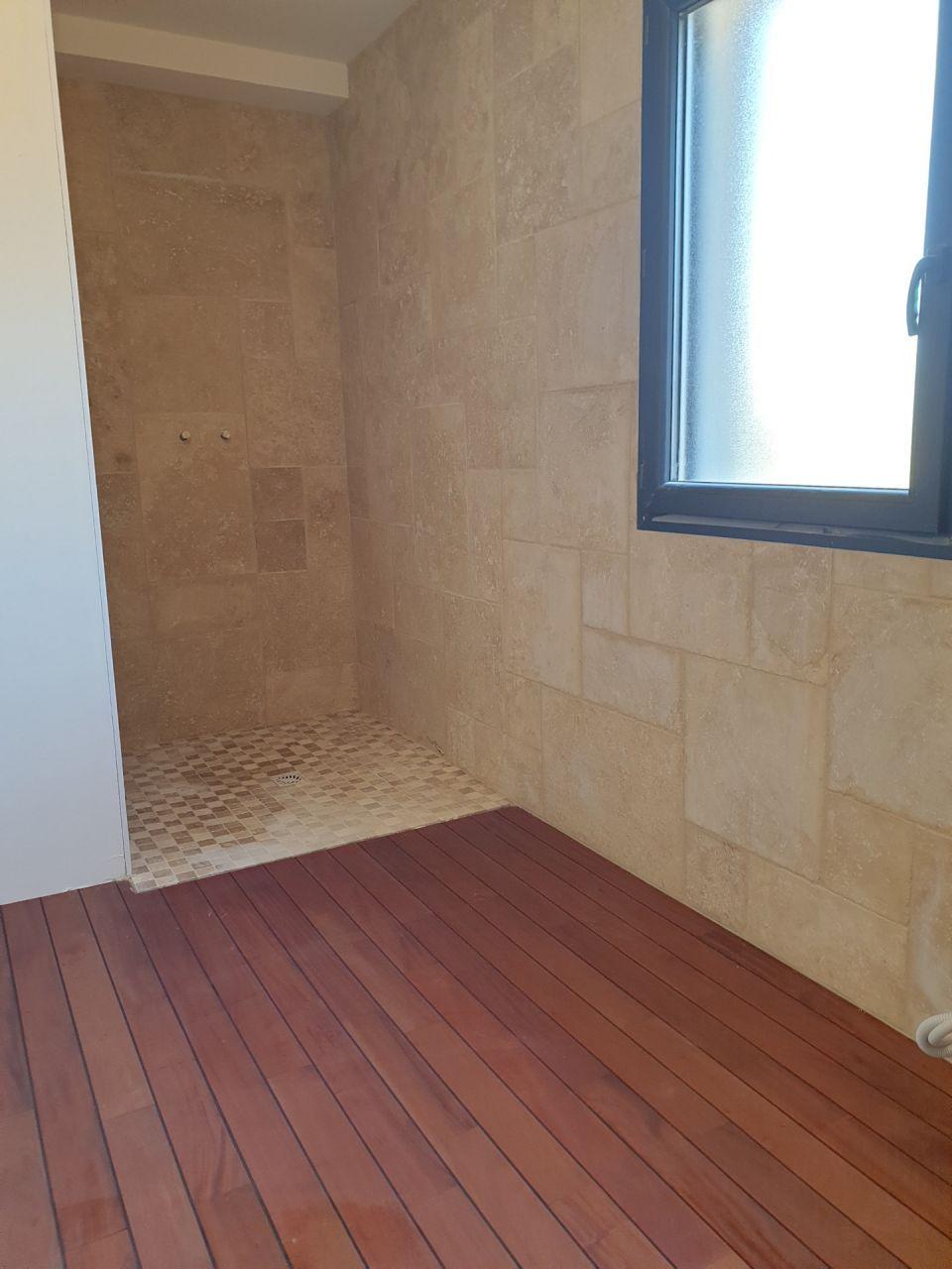 Apres La Pose Des Joints En 2020 Salle De Bain Piscine Interieure Chambre
