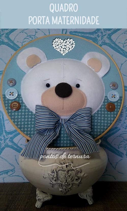 Quadro Porta Maternidade Modelo bastidor Urso  Confeccionado em tecido 100% algodão, feltro, fibra siliconada e botões de madeira. Pode ser projetado com tema, cores e estampas à sua escolha. R$ 105,00