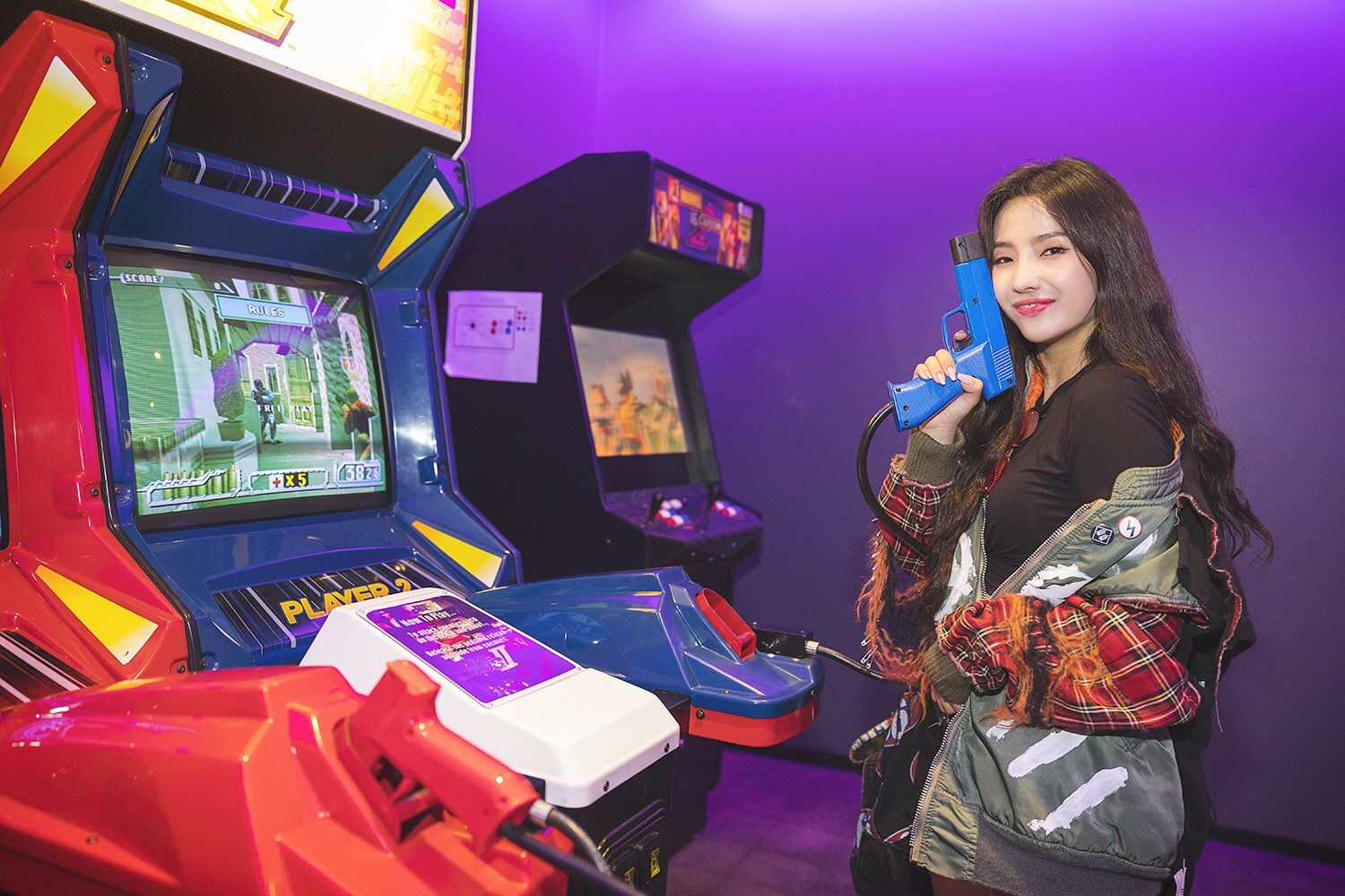 Ok But Imagine Going On An Arcade Date With Her Arcade Kpop Girls Cube Entertainment