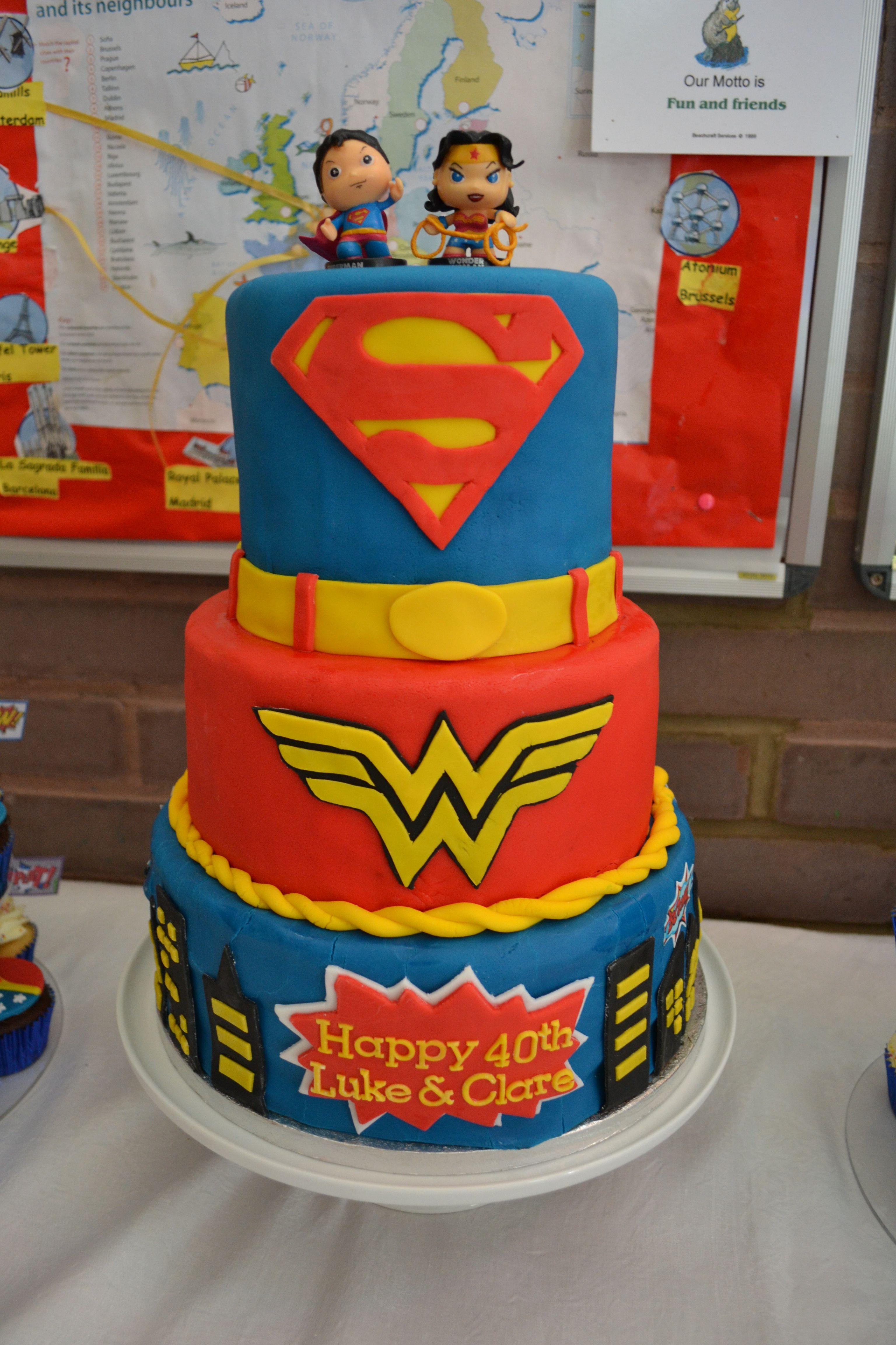 Superman and Wonder woman cake Klis Cakes