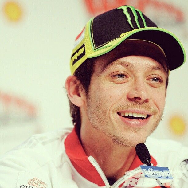 """isabelletunstrom46: """"This beautiful face! #valentinorossi #valentino #rossi #VR46 #46 #vale #thedoctor #motogp #legend #yamahafactoryracing #yamaha #vr46fanpage @valeyellow46 """""""