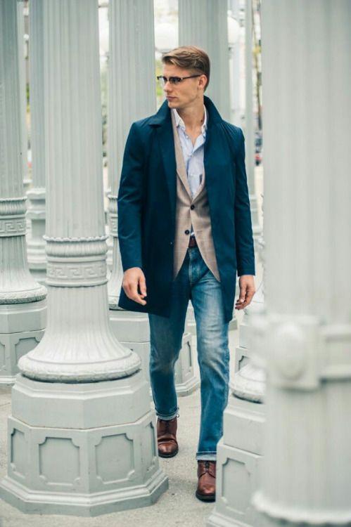 メンズファッション · ステンカラーコート×テーラードジャケット×デニムパンツ×ブーツ