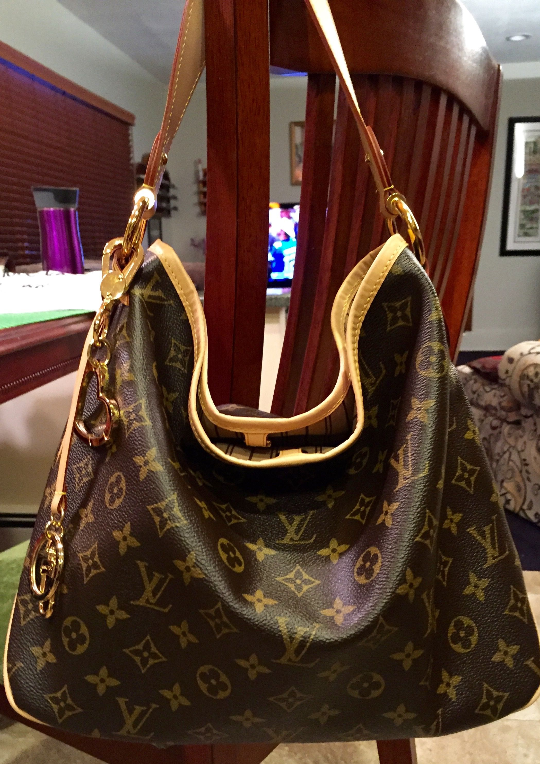 862f8f9c30c6 LOVE the new style of the hobo Louis Vuitton Delightful. Had it in Damier  Azur for summer and now in mono. SO easy to carry  love the short strap and  roomy ...