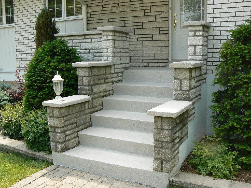 Un escalier en crépi blanc pour un look épuré et moderne - peindre un crepi exterieur
