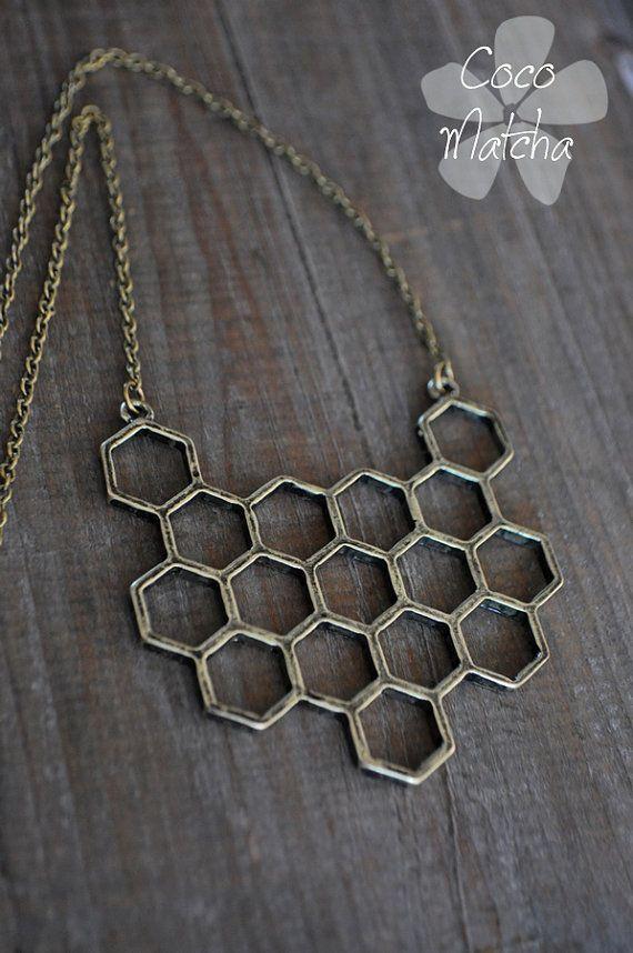 Honeycomb necklace  Collier court  Alvéoles  Nature par CocoMatcha