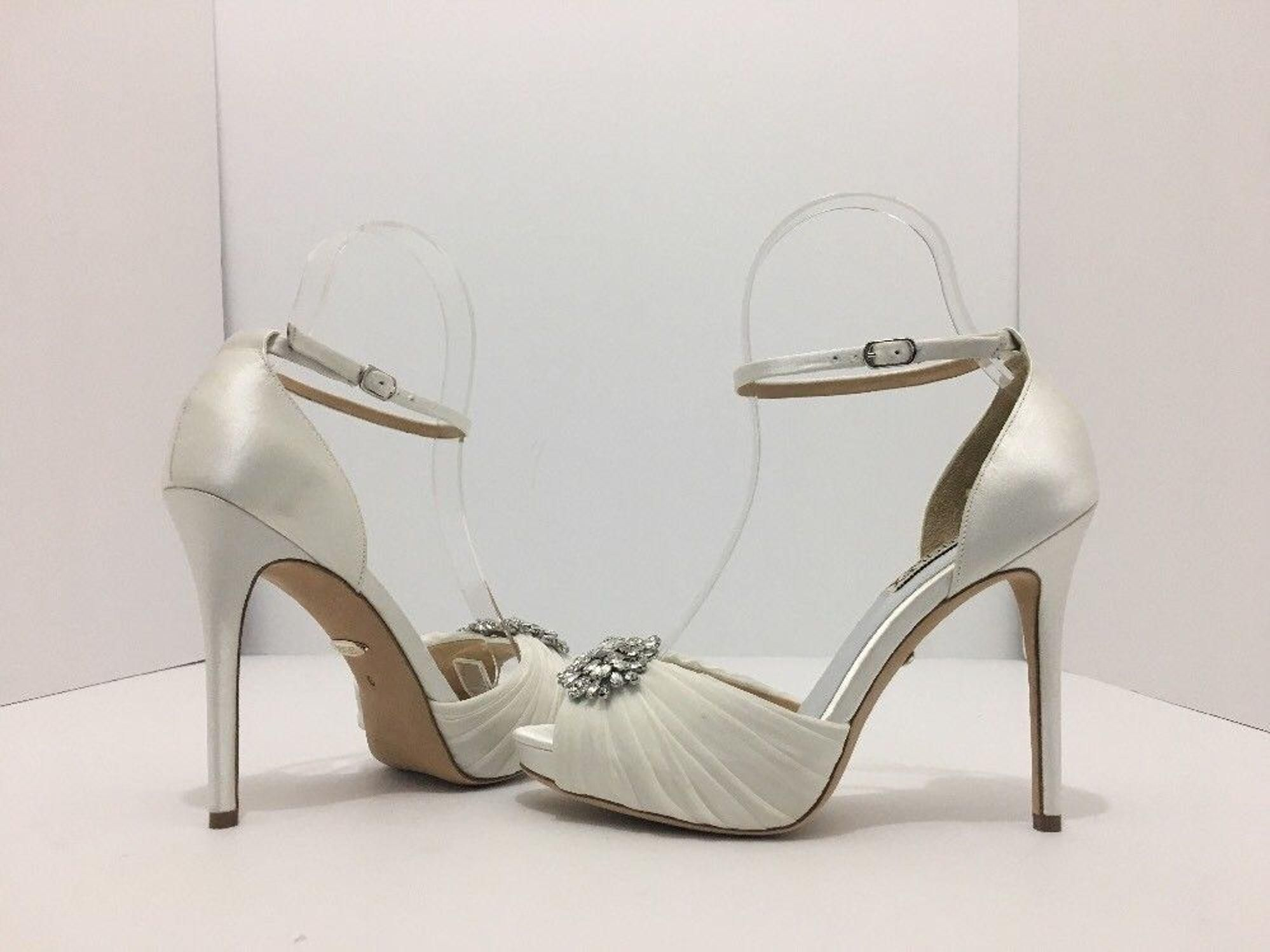 29c73d0b52b Badgley Mischka Tad White Satin Women s Platofrm High Heels Sandals Wedding  Shoes. Badgley Mischka Tad White Satin Women s Platofrm High Heels Sandals  ...