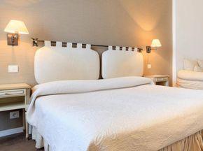Tete De Lit Les Idees A Piquer Aux Hotels Elle Decoration Home Decor Furniture Bedroom Deco Home Decor