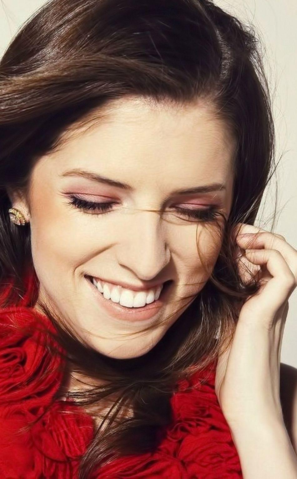 Happy Beautiful Anna Kendrick Actress 950x1534 Wallpaper Celebrity Wallpapers Free Hd Wallpapers Actresses