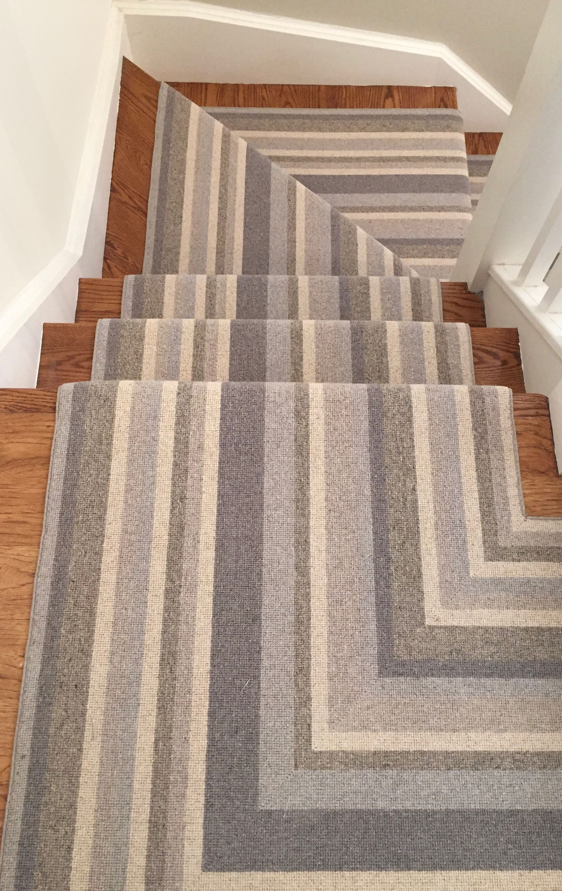 Using A Cortenaer Wool Carpet Product Stacy Begg Of Stacy Begg Design Was Not Shy About Using A Wide Carpet Stairs Hallway Carpet Runners Stair Runner Carpet