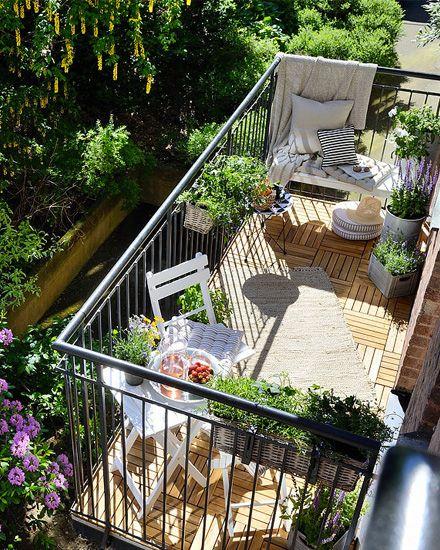 un balcon plein de charme balkon terrasse und balkonideen. Black Bedroom Furniture Sets. Home Design Ideas