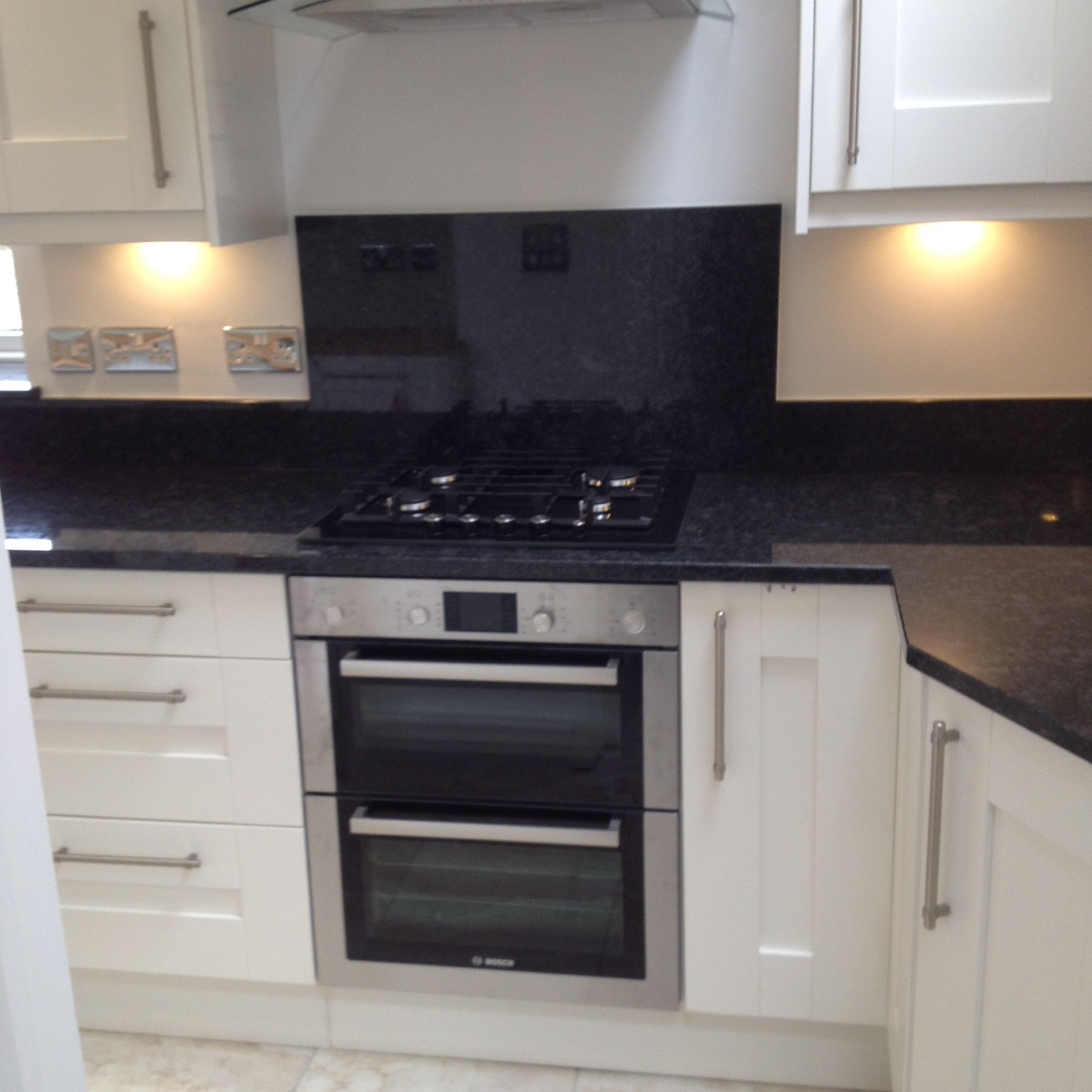 Bosch built under double oven with gas on glass hob for Double kitchen cabinets