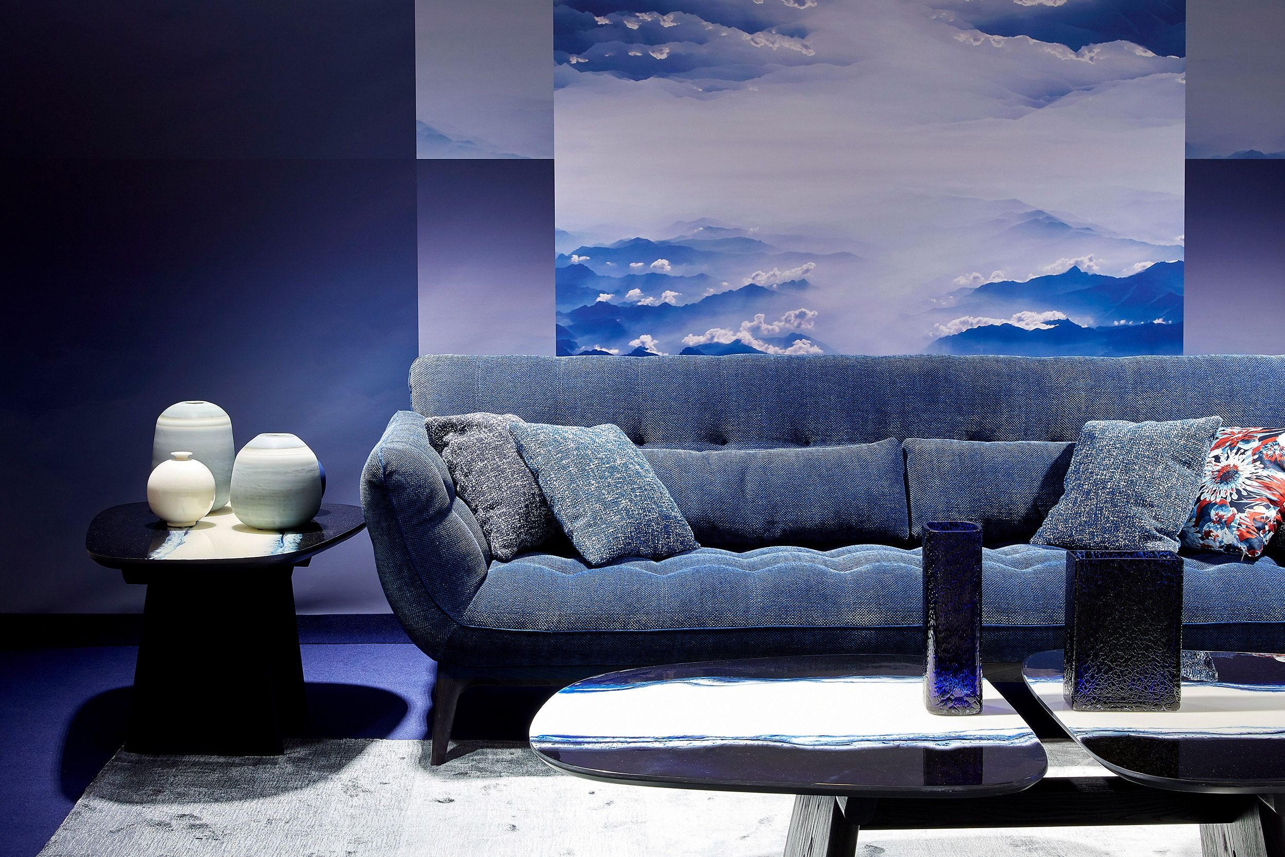 Roche Bobois L Parcours Sofa Designed By Sacha Lakic L Paris Press Day L Spring Summer 2020 En 2020 Rochebobois Canape Salon