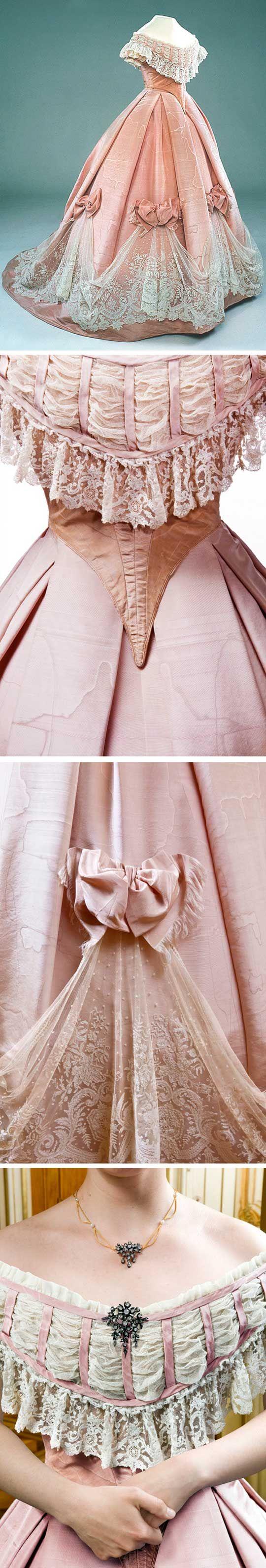 Twopiece dress sweden pink silk moiré with white bobbin