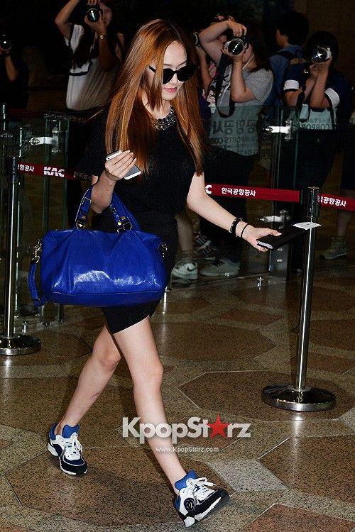 http://okpopgirls.rebzombie.com/wp-content/uploads/2013/08/SNSD-Jessica-airport-fashion-August-6-01.jpg