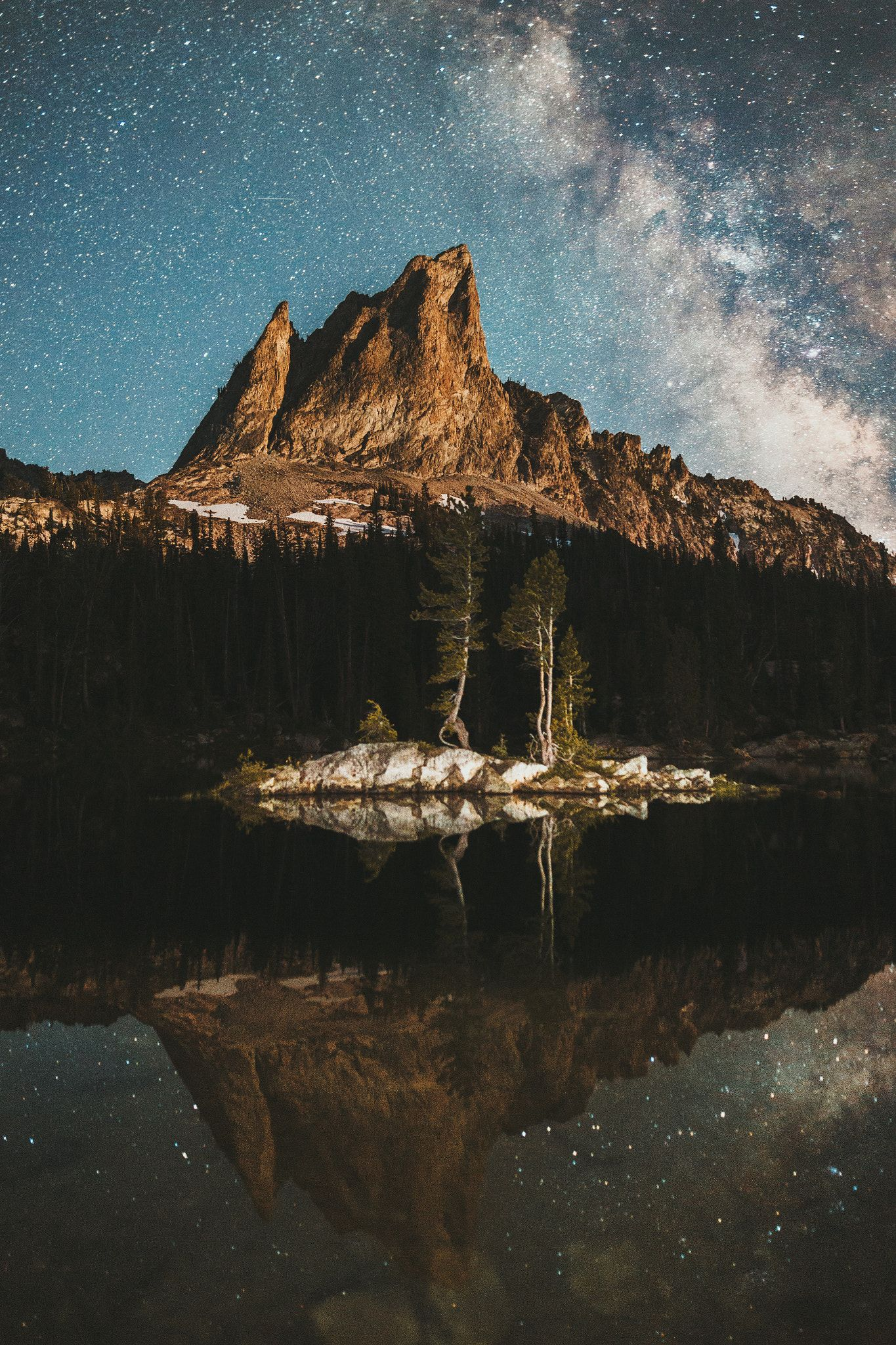 Island In The Lake Whoever Named The Sawtooth Mountain Range May Well Have Had El Capitan Towering Over Alice Lake In Mind Th Lake Sawtooth Mountains Island