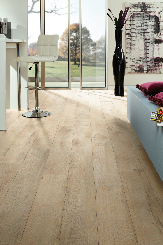 17 De Rabais In 2020 Oak Laminate Flooring Oak Laminate Flooring