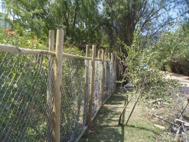 Cercos perimetrales buscar con google new life - Estacas de madera para cierres ...