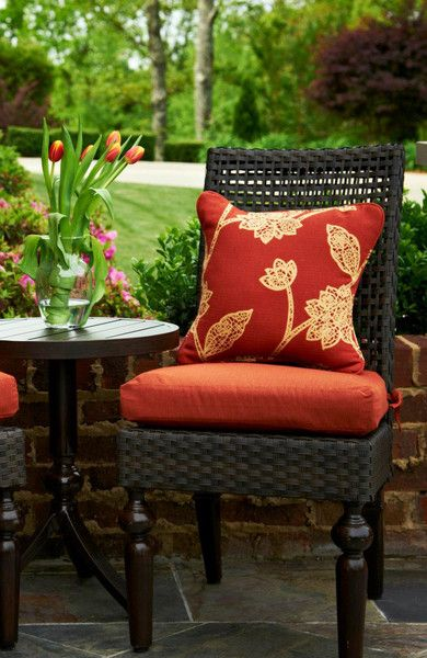 Create a beautiful, calm, and romantic outdoor patio space. #outdoorliving