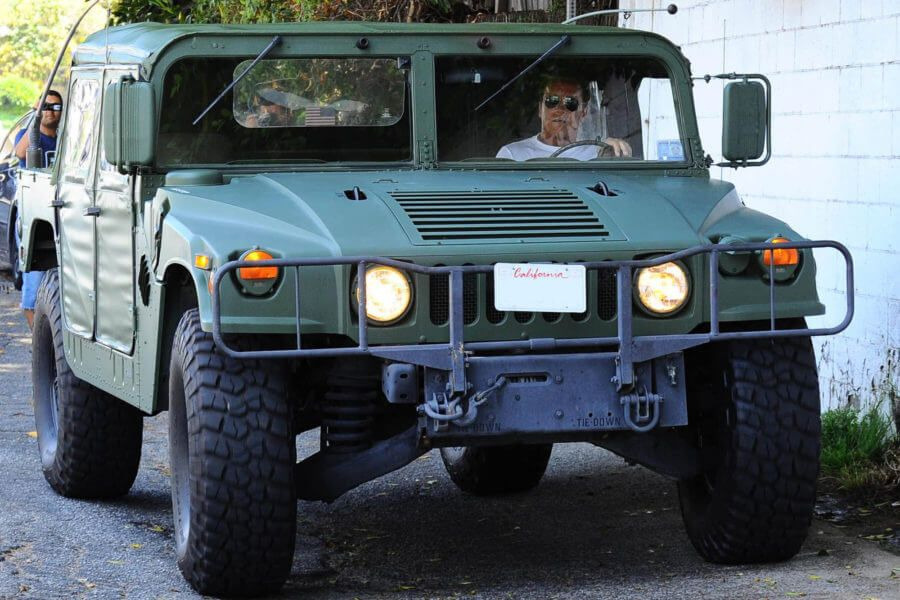 Arnold Schwarzenegger Drives His Hummer To Lunch Arnold Schwarzenegger Schwarzenegger Celebrity Cars