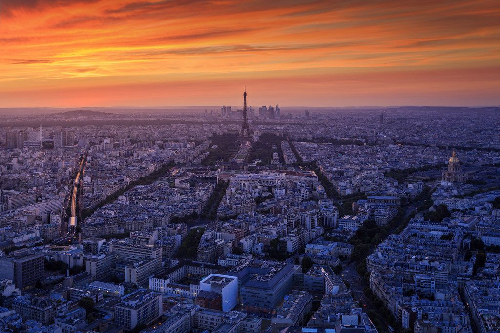 Sunset in Paris by Raúl Podadera Sanz
