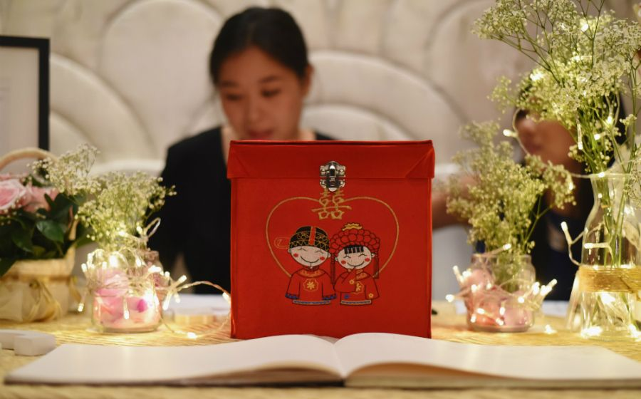 How Much Ang Bao To Give To Your Wedding Helpers And Vendors Wedding Helpers Wedding Bridesmaids And Groomsmen