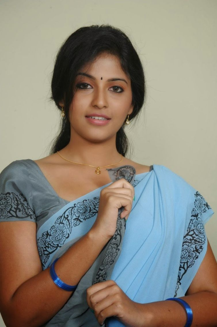 Photos Of Sexy South Indian Actress In Saree