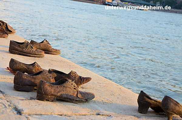 Schuhe Am Donauufer Judisches Denkmal In Budapest Auf Nach