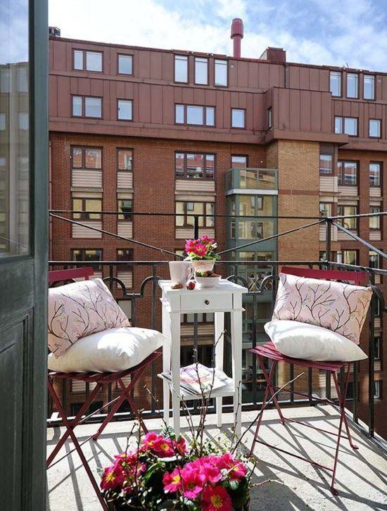 Sommer balkon kleiner tisch vintage deko ideen kleiner balkon pinterest - Gartenmobel kleiner balkon ...