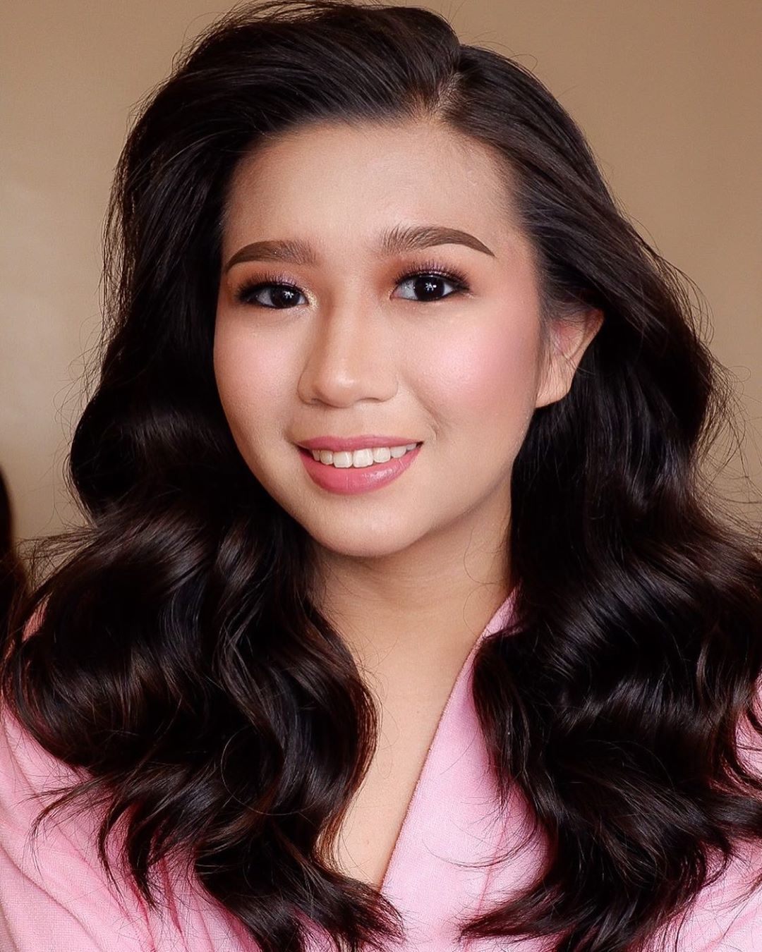 G L O W I N G Debutant 11 17 19 Tonimendozaaa B E A U T Y Vastery Artistry Hair And Makeup Hairstyl Wedding Makeup Artist Top Makeup Artists Hair Makeup