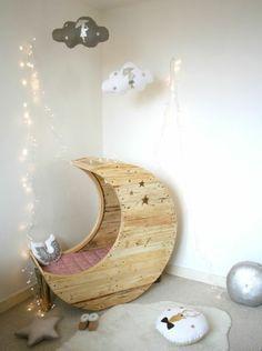 mond babywiege aus europaletten bettdecke märchenhaft design, Schlafzimmer