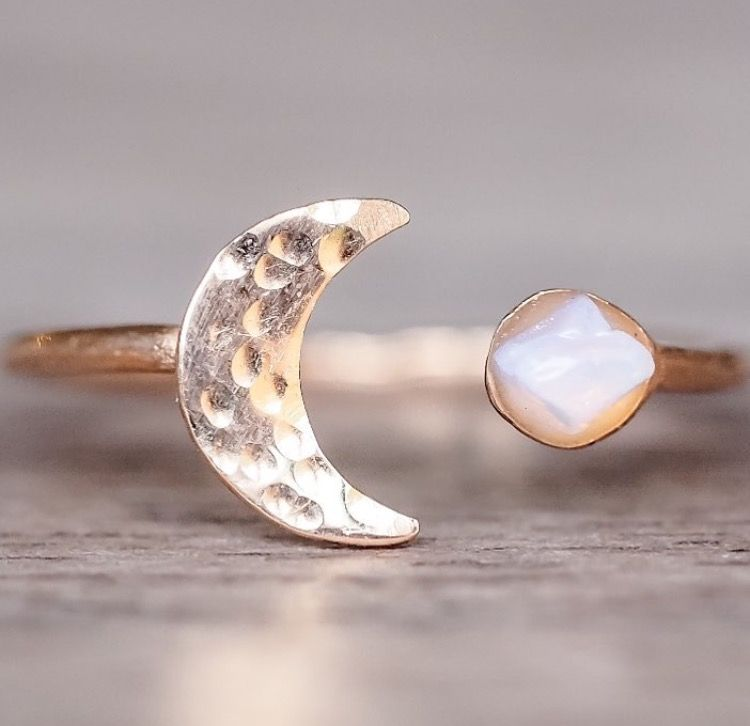 Rose Gold Little Raw Opal and Moon Ring VESTIDOS Pinterest Raw