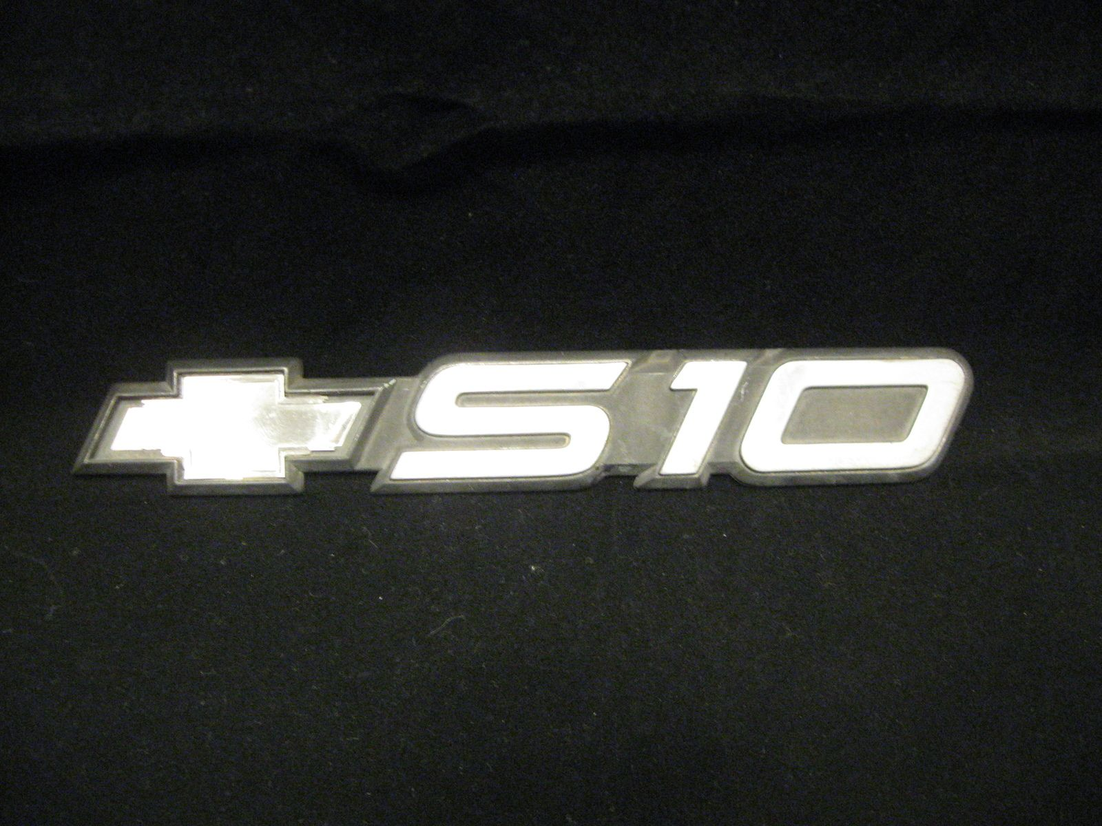 Door emblem for 1991-1993 Chevrolet S-10 pickup trucks. #chevrolet #chevy #s10 #pickup #emblem #bonanza